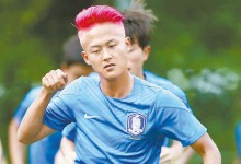 이승우는 지난해 아시아축구연명 16세 이하 선수권에 출전해 일본 수비수 5명을 제치고 골을 넣어 '한국에서 온 리틀 메시' 별명을 얻었다. [사진 대한축구협회]