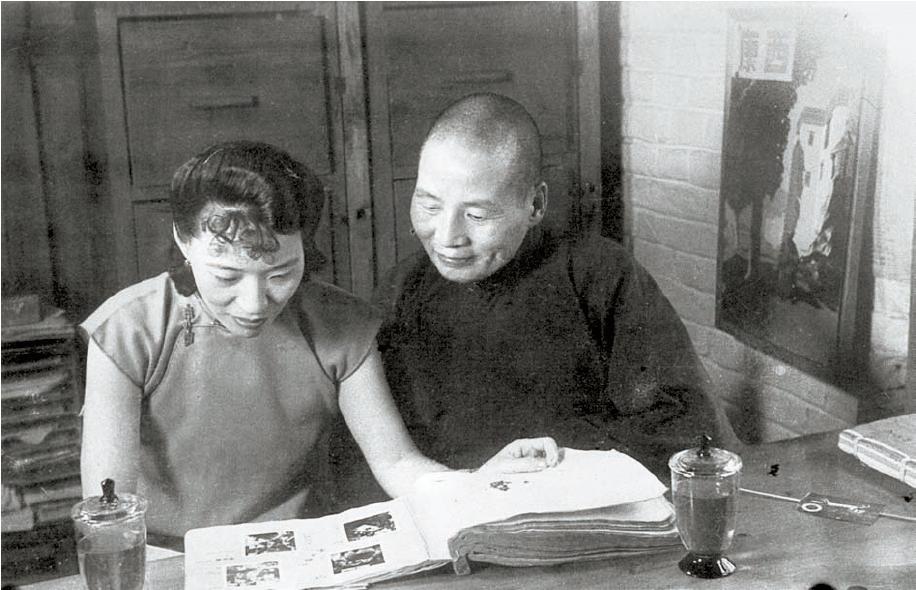 류원차이의 권력은 동생 류원후이에게서 나왔다. 1939년 시캉(西康)성 주석 시절의 류원후이 부부. [사진 김명호]