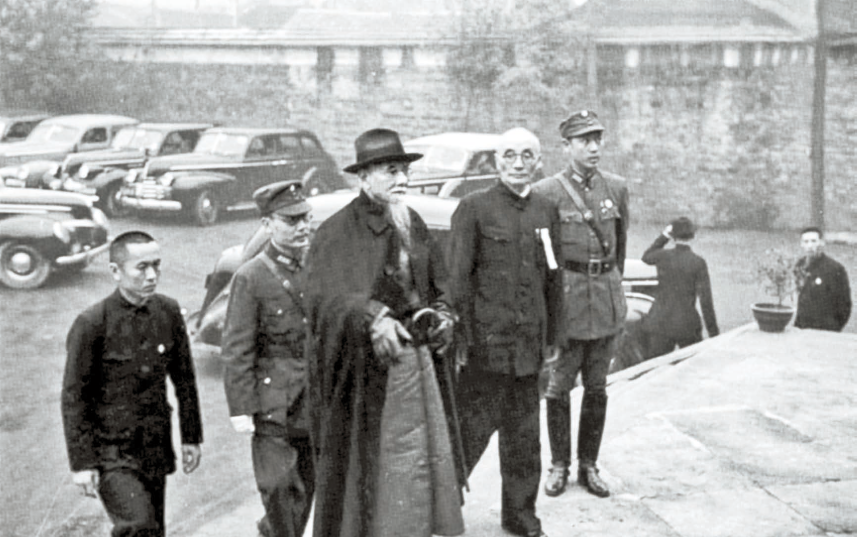 항일전쟁 시절 국민당과 민주세력, 공산당 대표가 한자리에 모인 국민참정회 회의장에 도착한 국민정부 주석 린썬(가운데). 1941년 11월 17일 전시 수도 충칭. [사진 김명호]