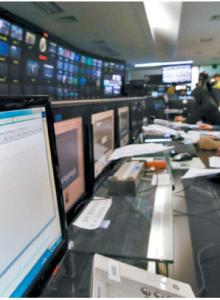 주요 언론사와 일부 금융사의 전산망이 마비된 2013년 3·20 전산대란 당시 서울 여의도 KBS 본사의 모습. 보도국 컴퓨터가 전산 마비로 작동되지 않았다. [중앙포토]