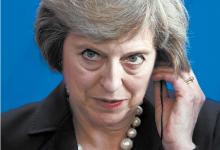취임 후 첫 해외 방문에 나선 테리사 메이 영국 총리가 20일(현지시간) 앙겔라 메르켈 독일 총리와의 회담 후 기자회견을 하고 있다. [AP=뉴시스]